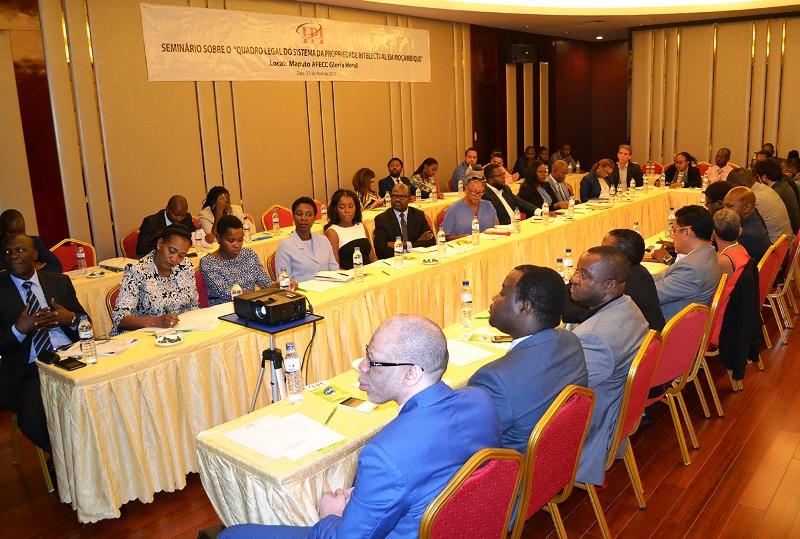 Participantes no seminário sobre o quadro jurídico da Propriedade Industrial