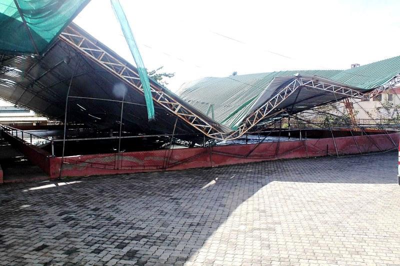 Tecto do pavilhão desportivo da UP Maxixe destruído pelo ciclone 2