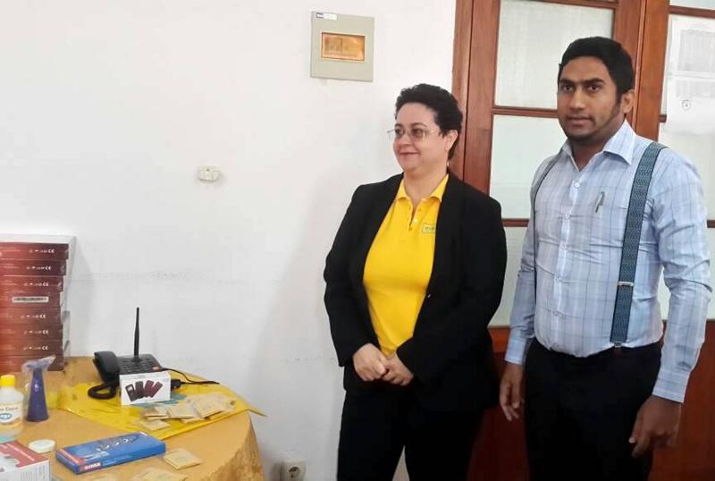Directora regional Centro da mcel Inês Teixeira ao lado do director provincial de Saúde da Zambézia Hidayat Kassim