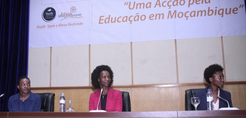 Mesa que Presidiu youth Speak Forúm e Mesa Redonda dos Estudantes da AIESEC