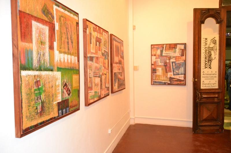 Parte dos quadros que compõem a exposição
