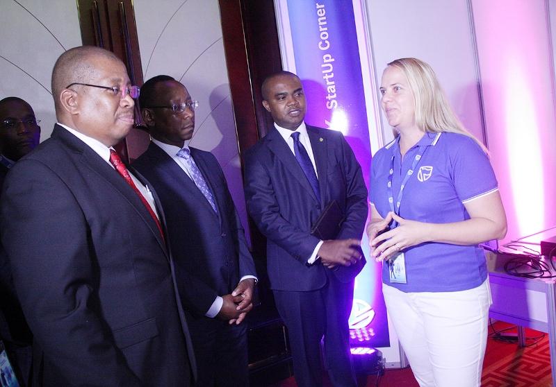 Visita do Ministro da Ciência e Tecnologia Ensino Superior e Técnico Profissional ao espaço das incubadoras do Standard Bank