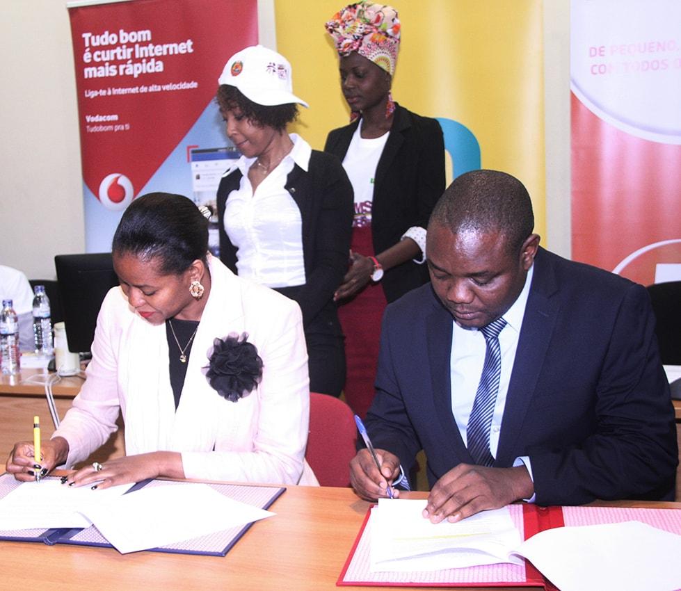 Assinatura do memorando entre o Ministério da Juventude e Desportos e a mcel