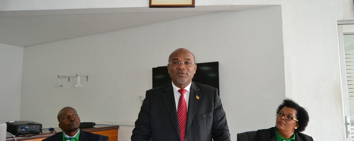 Carlos Mesquita ministro dos Transportes e Comunicações