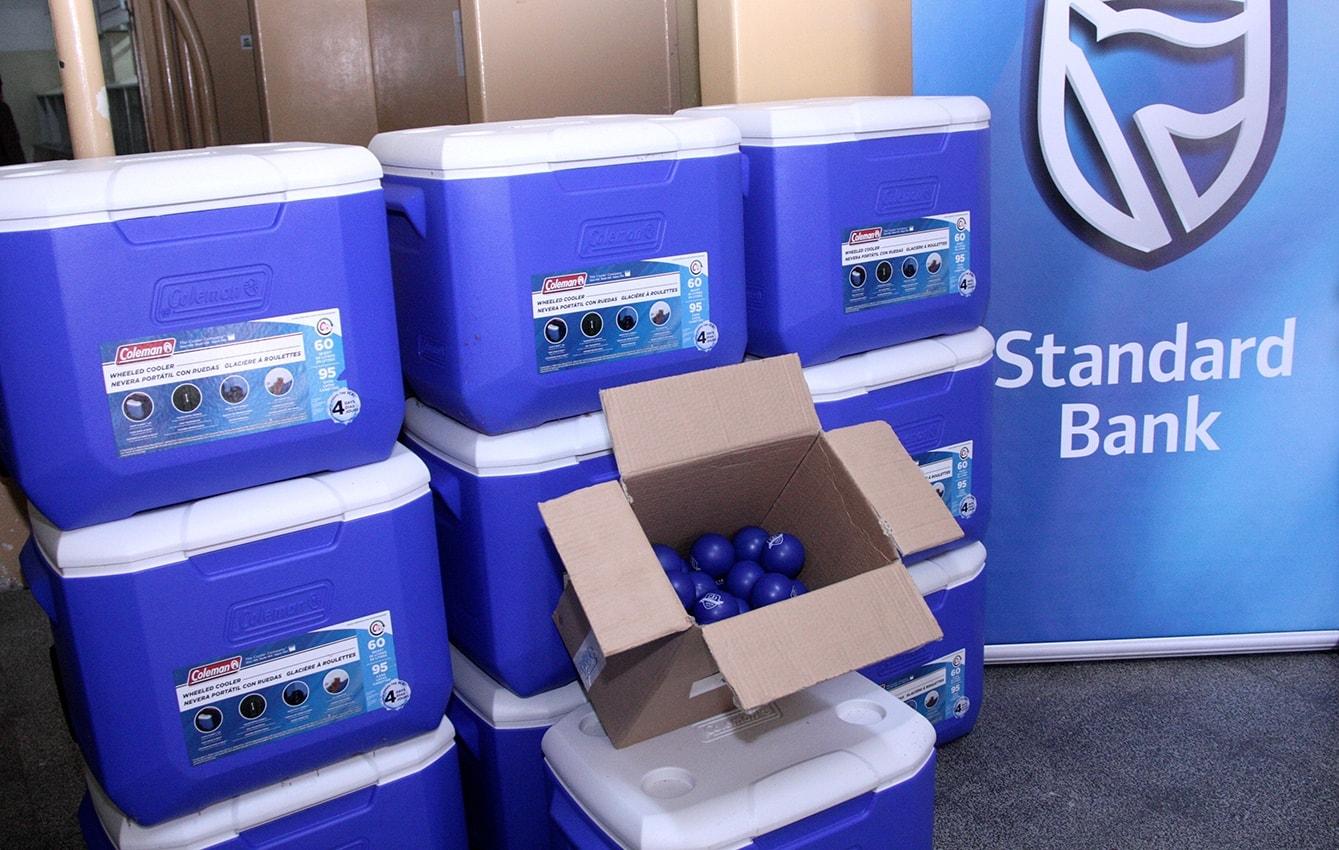 Parte das caixas térmicas oferecidas ao Banco de Sangue do HCM