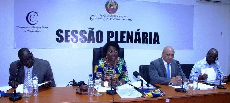 Mesa que presidiu III Sessão Plenária da Comissão Consultiva do Trabalho