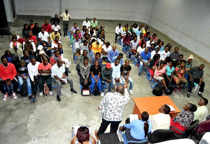Participantes no encontro entre a Delegação do INSS da Cidade de Maputo e os estivadores do Porto de Maputo