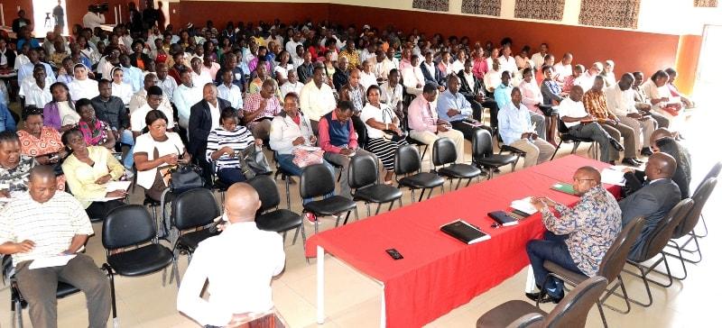 Participantes no encontro entre a Delegação do INSS da Cidade de Maputo e trabalhadores das escolas da cidade