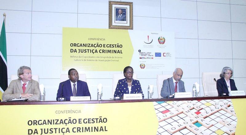 Mesa que presidiu a Conferência Internacional da Organização e Gestão da Justiça Criminal2