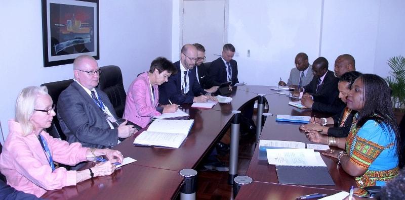 Mesa que presidiu a Reunião com o Ministro do Trabalho da Finlândia