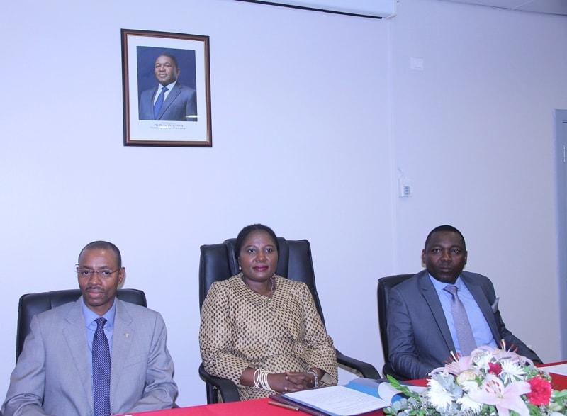 Mesa que presidiu o encerramento de formação em linguas de sinais
