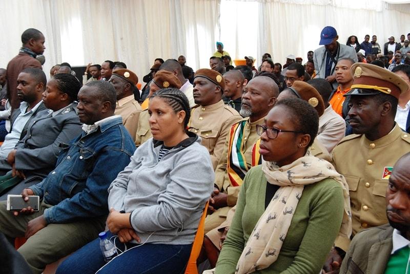 Participantes da Cermónia do lançamento da primeira pedra do projecto Acesso Universal