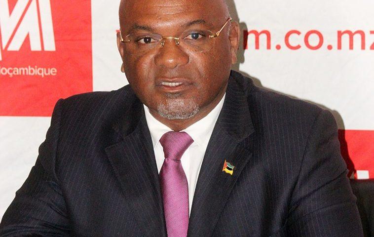Carlos Mesquita ministro dos transportes e comunicações lam
