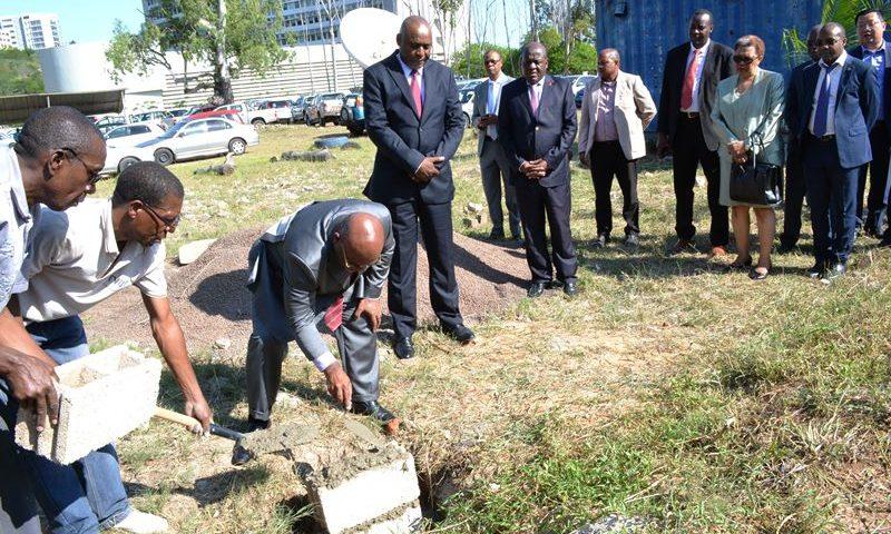 Cerimónia de lançamento da 1ª pedra para a construção do novo edificio da TVM