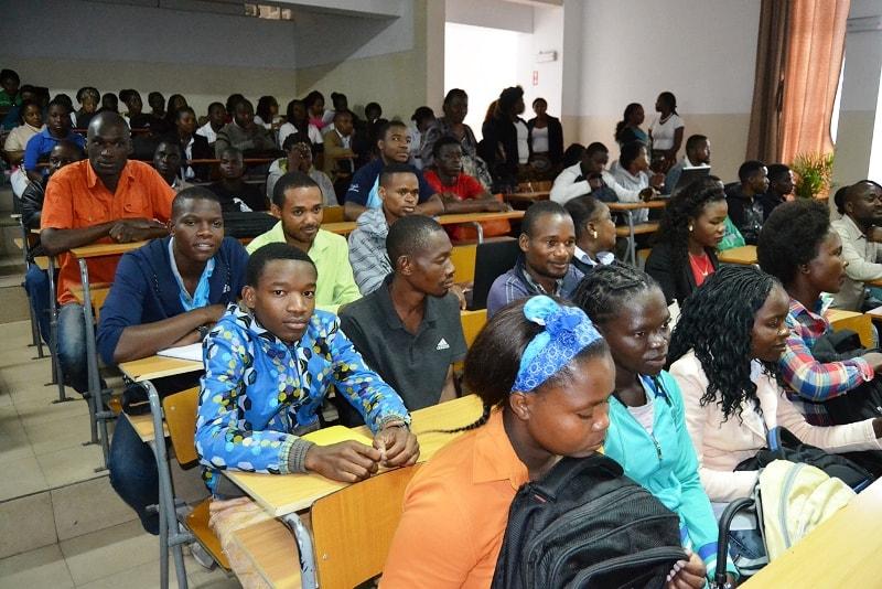Plateia de estudantes da Universidade Pedagógica