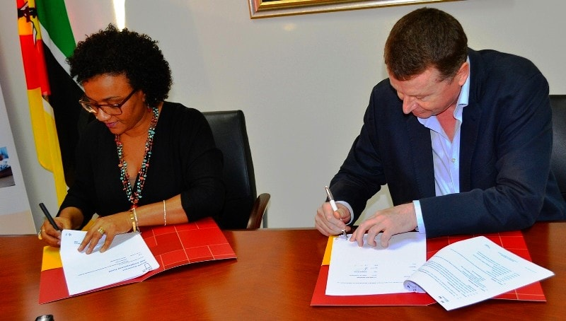 Assinatura do acordo entre a FUNDE e o JOBA
