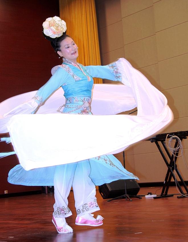 Danças chinesas durante as comemorações dos 130 anos da Cidade de Maputo