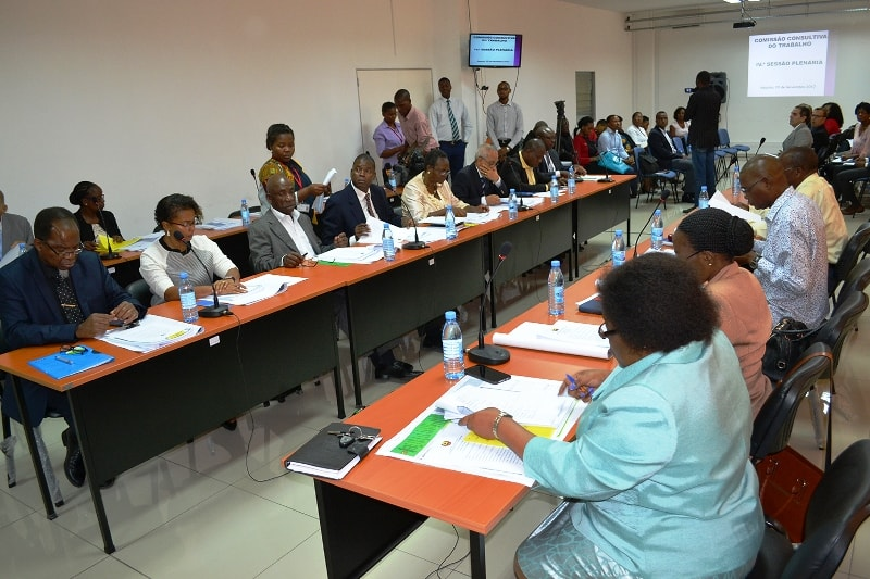 Participantes da sessão plenária da Comissão Consultiva do Trabalho