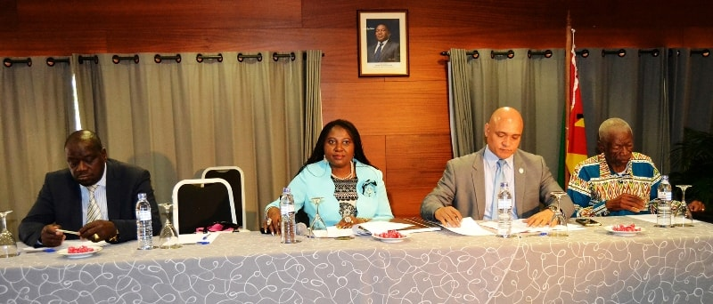 Mesa do presídium da IV Sessão Plenária da CCT