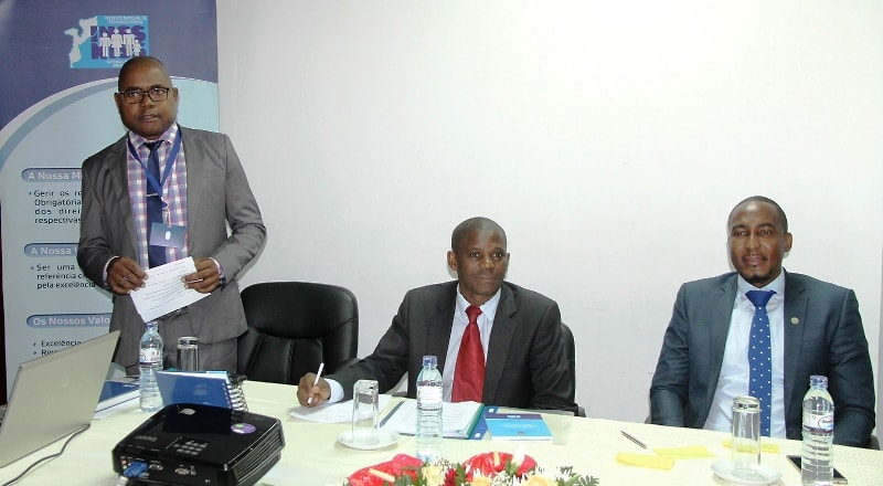 Mesa que presidiu o Seminário de Divulgação do Novo Regulamento da Segurança Social Obrigatória