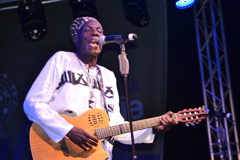 Oliver Mtukudzi 2