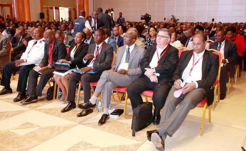 Participantes na conferência sobre segurança rodoviária