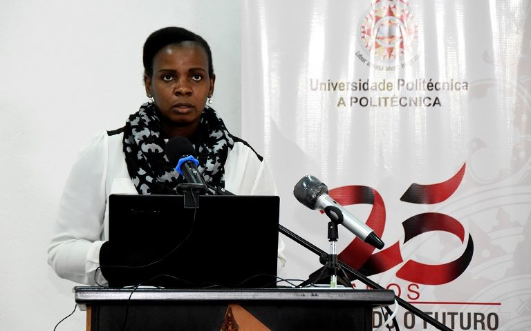 Crisália Sabonete, oradora da Universidade Politecnica