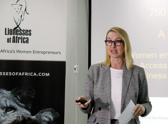 Melanie Hawken fundadora e directora executiva da Lionesses of Africa 1 1