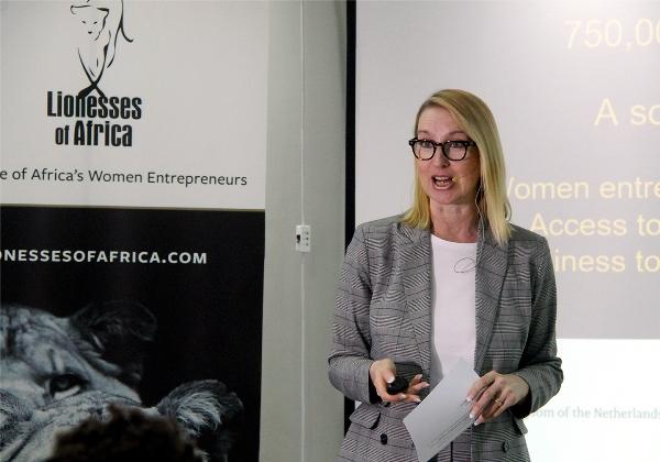 Melanie Hawken fundadora e directora executiva da Lionesses of Africa