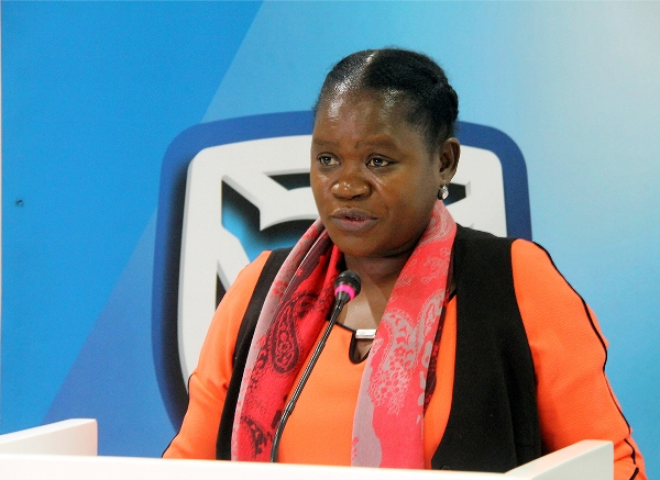 Monica Macamo directora do Capital Humano do Standard Bank